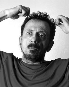 No processo de seleção para novo bandejete, o candidato Vinícius Altoé começou seu programa com o grande compositor brasileiro Tom Zé